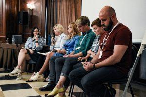 «Ток-шоу в Україні – це «криві дзеркала» та викривлена реальність» – Світлана Остапа на Донбас Медіа Форумі